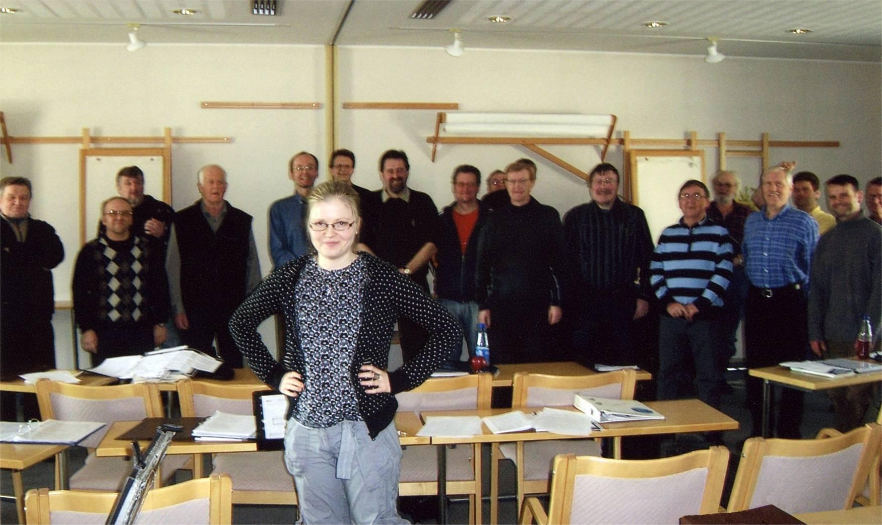 Pietarsaaren Laulu-Jaakot kuoroharjoituksissa
